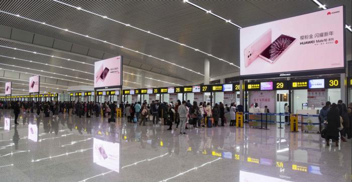重庆机场LED广告.png